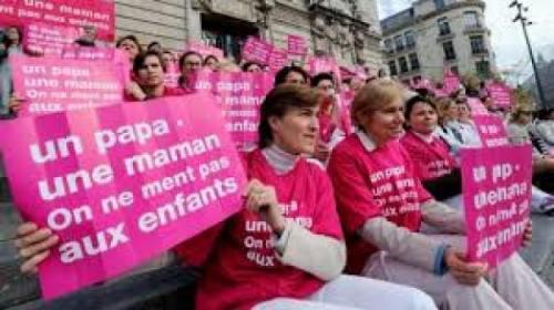 Ministère « des familles » : le seul boulot réussi de François Hollande, c'est la désintégration « sociétale ».